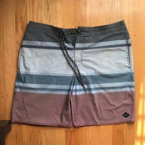 Rip Curl Men's Rapture Layday Board shorts / Sz 34